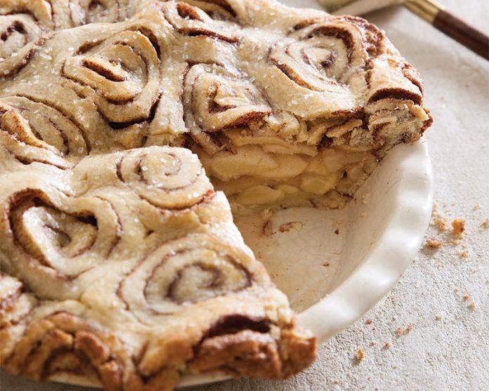 cinnamon-roll-apple-pie