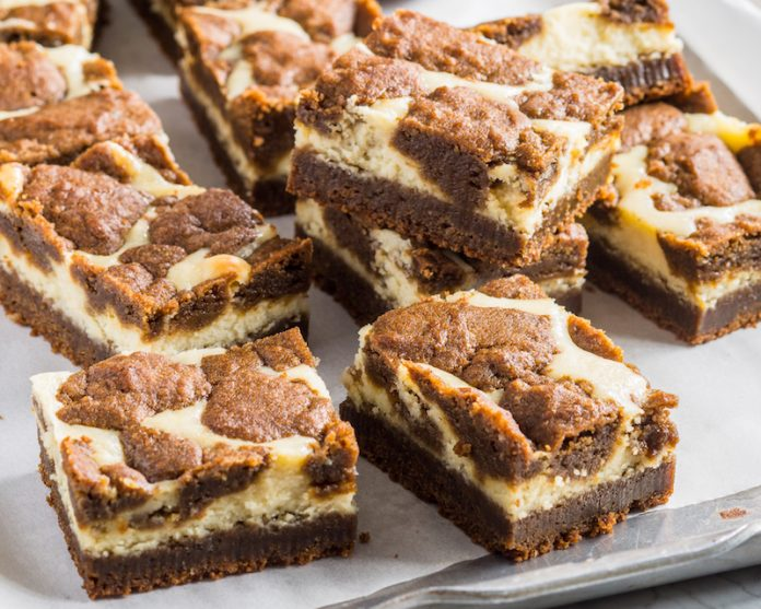 gingerbread cookie cheesecake bars