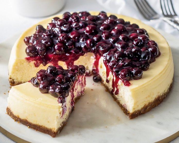 Cheesecake com cobertura de mirtilo - leve ao forno 2