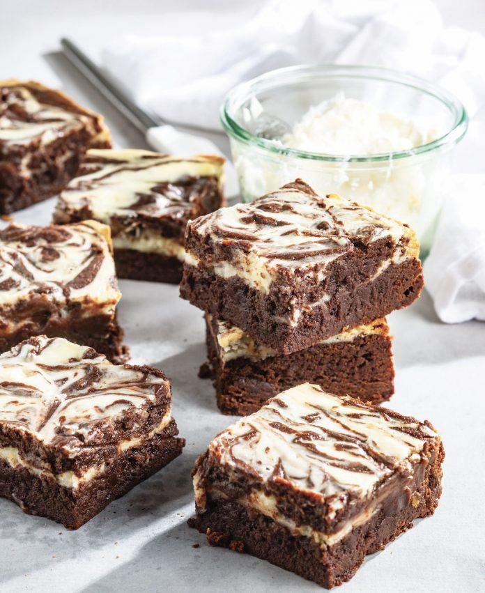 Brownies Fudgy Rodados com Cheesecake